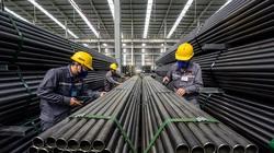 """Cổ phiếu ngành xây dựng """"lao đao"""" vì giá thép tăng"""
