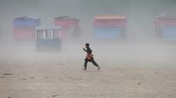 Ảnh thế giới 7 ngày qua: Từ Covid-19 tại Ấn Độ tới cháy rừng ở Nam Phi, bão cát tại Afghanistan