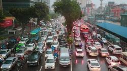 Sáng đầu tuần mưa to, hàng loạt tuyến đường ở Hà Nội tắc nghẽn giờ cao điểm