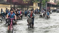 NÓNG: 1.400 học sinh ở Bắc Ninh phải nghỉ học vì làng giấy Phong Khê xả thải nước độc vào... trường học