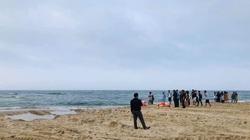 Quảng Trị: Ba học sinh đi tắm biển đuối nước, một em tử vong