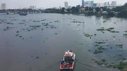 Bỏ lại xe máy, người phụ nữ bất ngờ lao xuống sông Sài Gòn