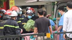 Video: 4 người tử vong đã được đưa ra ngoài cửa hàng bị cháy trên phố Tôn Đức Thắng