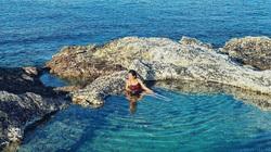 Bình Thuận: Hồ bơi tự nhiên nổi trên biển đẹp như trời Âu