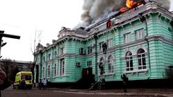 Bệnh viện cháy dữ dội, bác sĩ vẫn tiếp tục mổ tim