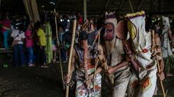 Kỳ lạ hoá trang thành quỷ, dương vật chạm khắc của bộ tộc Tikuna trong đêm nghi lễ này