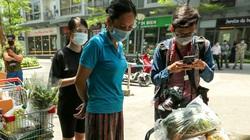 Ảnh: Cư dân chung cư cao cấp ở Hà Nội đặt mua thực phẩm để dự trữ vì có ca nhiễm Covid-19