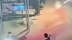 Clip: Kinh hoàng hai nhóm côn đồ nổ súng, dùng dao rượt đuổi nhau giữa đường