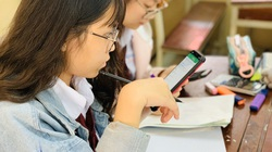 """Trường công lập đầu tiên ở Hà Nội kiểm tra học kỳ online vì dịch, các trường khác có """"sốt sắng""""?"""