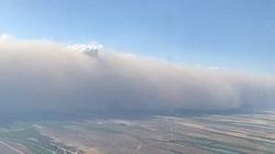 Khoảnh khắc máy bay gặp bão khiến hành khách 'hét lên sợ hãi'