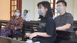 Nữ sinh bật khóc trước bản án của người bố tội lỗi