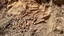 Kinh hoàng phát hiện mộ tập thể chôn 500 phụ nữ và trẻ em