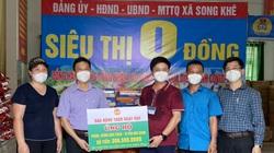 Báo NTNN/Điện tử Dân Việt trao quà của bạn đọc hỗ trợ người dân vùng dịch Covid-19 ở Bắc Giang