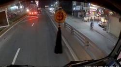 Clip nóng: Xe container lấn làn, tông xe con xoay ngang trên đường