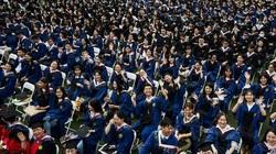 Hình ảnh Lễ tốt nghiệp không khẩu trang của 11.000 sinh viên tại Vũ Hán