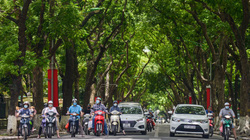 """""""Dàn điều hòa"""" đặc biệt trên đường phố, giúp Hà Nội giảm nhiệt ngày nắng nóng"""