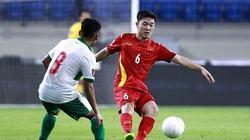 Tuyến giữa ĐT Việt Nam đã chơi tệ thế nào trước UAE?