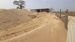 Huế: Xử lý hai bãi tập kết cát sạn không phép sau phản ánh của Dân Việt