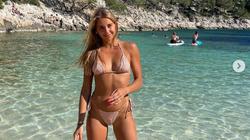 """Hoa hậu Thụy Sĩ cổ vũ đội nhà vượt qua """"khe cửa hẹp"""" ở EURO 2020"""