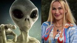 Người phụ nữ gây sốt khi thổ lộ rằng mình chuẩn bị hẹn hò với… người ngoài hành tinh