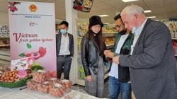 Cận cảnh quả vải Việt Nam lên kệ siêu thị Hà Lan