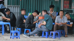 Hàng loạt quán trà đá vỉa hè mở bán trở lại dù Hà Nội chưa cho phép hoạt động