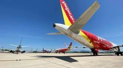 """Máy bay """"nằm la liệt"""" sân bay Nội Bài đóng cửa đường lăn để lấy chỗ đỗ"""