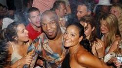"""Mike Tyson: Trốn vợ, lừa vệ sĩ đi tìm """"của lạ""""... như cơm bữa"""