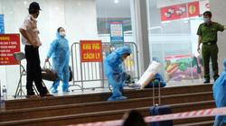 Video: Hà Nội phun khử khuẩn, phong tỏa chung cư có người dương tính SARS-CoV-2 trở về từ TP.HCM