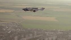 Thiết kế ô tô có khả năng bay cao gần 2.500m hệt như trong phim viễn tưởng