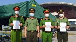 Nhiều chiến sĩ công an Bắc Giang đón quyết định thăng cấp trong khu vực cách ly