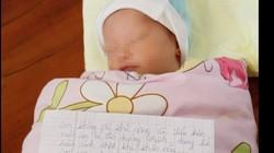Bé gái 10 ngày tuổi bị bỏ rơi bên lề đường cùng lá thư viết tay