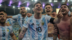 Ảnh chế Messi vô địch Copa America 2021: Nụ cười và nước mắt