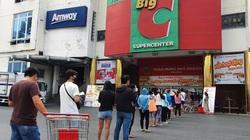 TP.HCM: Vẫn còn cảnh xếp hàng cả tiếng đồng hồ chờ vào siêu thị