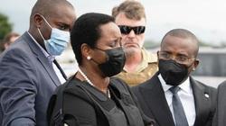 Vợ cố tổng thống Haiti xuất hiện với áo chống đạn, được lực lượng an ninh bảo vệ nghiêm ngặt
