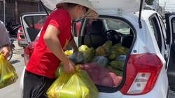 Báo Dân Việt cùng đội thiện nguyện Quảng Bình tặng nửa tấn lương thực cho bà con trong vùng phong toả ở Đồng Nai