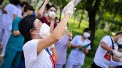 Phương Thanh, Phi Hùng... hát tặng y bác sĩ và bệnh nhân BV Dã chiến Củ Chi