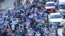 Vì sao ngày đầu tiên thực hiện Công điện 15, đường Hà Nội vẫn đông người, có nơi ùn tắc?