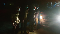 Phú Yên: Đội SOS Hội CTĐ đánh xe ô tô vào đón 4 ngư dân đi bộ từ tỉnh Ninh Thuận về quê lánh dịch