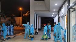 Chủ tịch Bình Định Nguyễn Phi Long ra sân bay trong đêm đón người dân trở về từ vùng dịch Covid-19