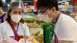 Mâu Thủy, Nam Thư và nhiều nghệ sĩ đi chợ giúp người dân TP.HCM mùa dịch