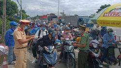Dòng người đông nghịt từ Đà Nẵng trở về Quảng Nam