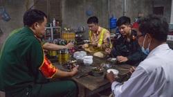 Người Hà Nội nhường nhà, tiếp tế cơm nước cho lực lượng làm nhiệm vụ phòng chống dịch Covid-19