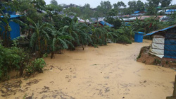Hàng nghìn người Bangladesh phải di dời khi lũ lụt ập đến