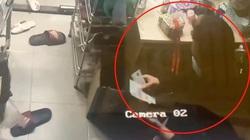 """VIDEO: Tên trộm thản nhiên đếm tiền trong nhà """"khổ chủ"""""""