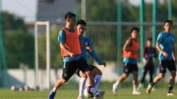 """Văn Quyết cùng đồng đội """"đội nắng"""" tập luyện chờ V-League trở lại"""