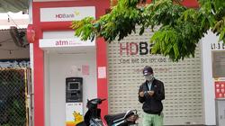 Áp dụng Chỉ thị 16: Sang cây ATM ở quận, huyện khác rút tiền có vi phạm quy định không?