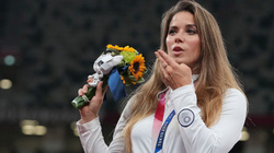 VĐV Olympic bán đấu giá HCB để gây quỹ từ thiện cho 1 cậu bé bị bệnh tim