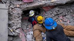 Số người chết do trận động đất kinh hoàng ở Haiti đã lên đến gần 2.000