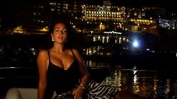Bạn gái nóng bỏng của Ronaldo khoe dáng nuột trên du thuyền